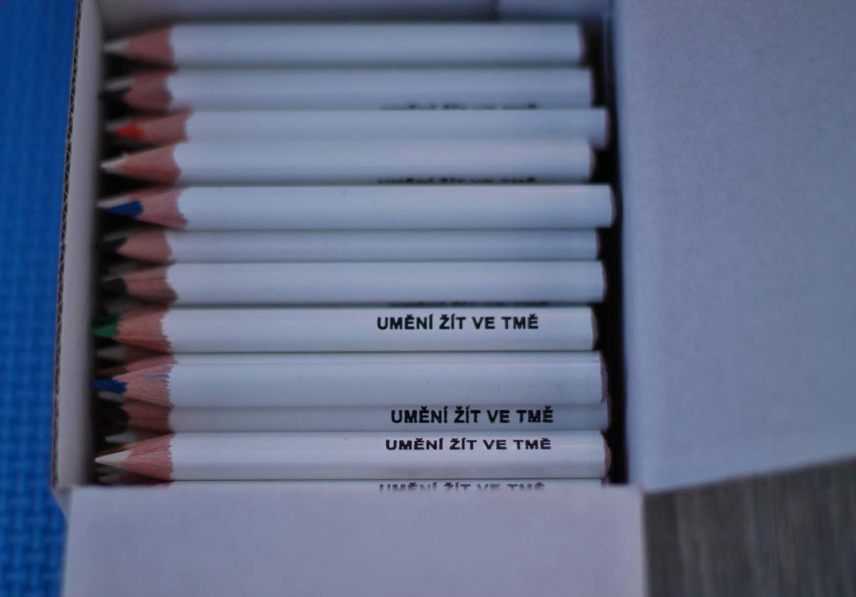 Bílé pastelky