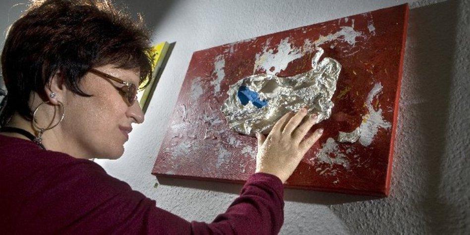 Foto německé nevidomé malířky Silji Korn.
