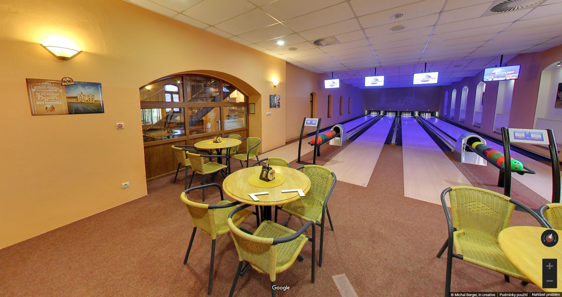 Ilustrativní foto z bowlingu v restauraci Zlatá hvězda.